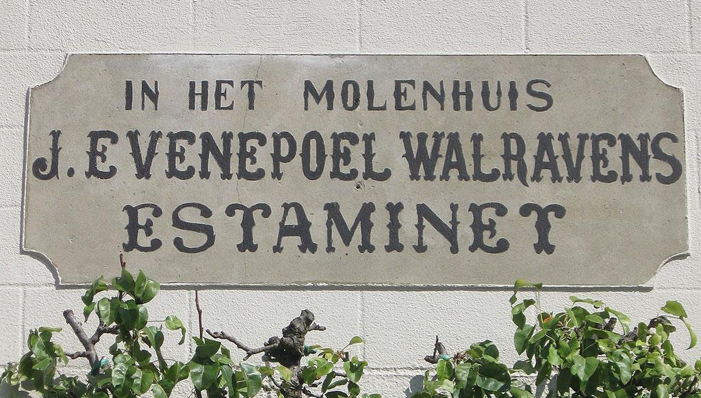 Herstelling geschilderd cementbord lettering Evenepoel-Walravens.